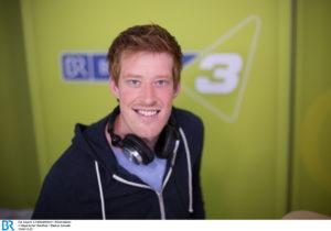 Moderator Sebastian Winkler. - Bild: BR/Markus Konvalin
