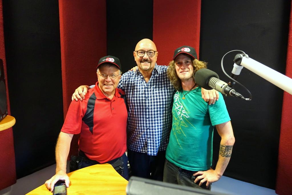 Jim Bartels von KNUJ, Carlheinz Gern und Felix Achberger von DONAU 3 FM Foto: DONAU 3 FM