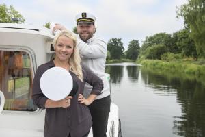 Bild: Die Antenne MV-Moderatoren Catharina Amtsberg und Basti Retzlaff freuen sich auf die Entdecker-Tour durch ihr Bundesland; Bildrechte: maxpress