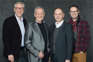 Bild, von links: Maximilian Berg (Leiter Programmredaktion Bayern 1), Moderator Fritz Egner, Walter Schmich (Leiter PB BAYERN 3 & Jugend, BR) und Thomas Linke-Weiser (Leiter Programmredaktion BAYERN 3 & Jugend, BR). Rechte: BR/Markus Konvalin